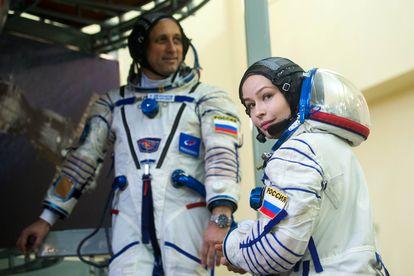 La actriz Yulia Peresild y el cosmonauta Anton Shkaplerov.