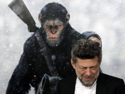 El actor británico Andy Serkis posa a su llegada al estreno de 'El Planeta de los Simios: La Guerra ' el 10 de julioen el Teatro SVA de Nueva York.