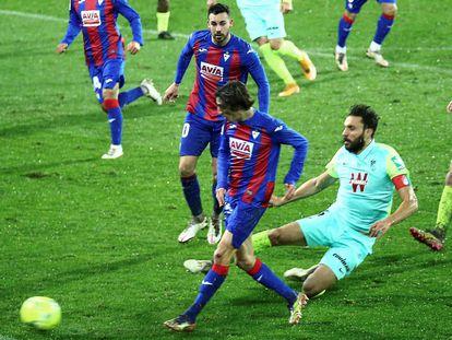 Bryan Gil marca su primer gol al Granada.