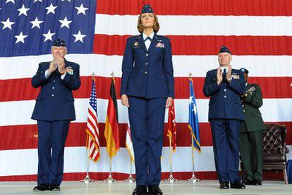 La general Margaret Woodward durante su toma de posesión como responsable de la 17ª Fuerza Aérea estadounidense en la base aérea de Ramstein (Alemania), el  28 de junio de 2010.