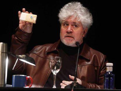 El director de cine Pedro Almodóvar, en una clase magistral el pasado mes de enero en el Círculo de Bellas Artes de Madrid.
