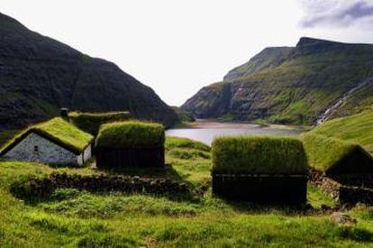 Casas en Saksum (islas Feroe).