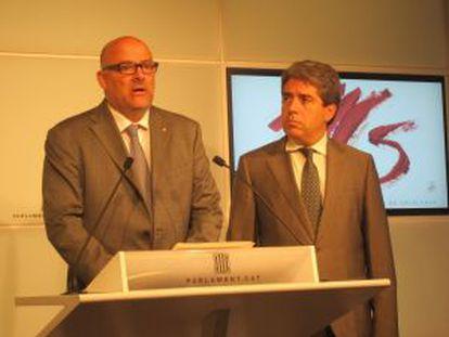 Lluís Maria Corominas, vicepresidente del Parlamento catalán, y Francesc Homs, portavoz del Gobierno catalán