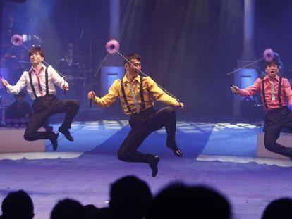 Actuación del grupo chino Flag Circus en Figueres.