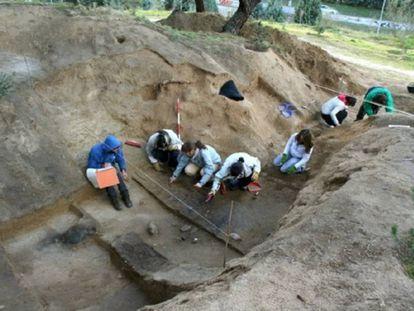 Excavación de un abrigo republicano en la Ciudad Universitaria, en Madrid.