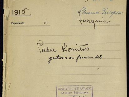 Portada de la carpeta que reúne las gestiones a favor del sacerdote armenio Komitas Vardapet, conservada en el Archivo Histórico Nacional.