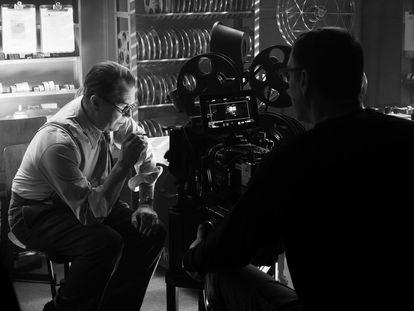 Gary Oldman, como Herman J. Mankiewicz en 'Mank', de David Fincher.