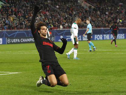 João Félix celebra el primer gol del Atlético en Moscú.