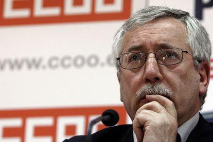 El secretario general de CC OO, Ignacio Fernández Toxo, ayer en una rueda de prensa.