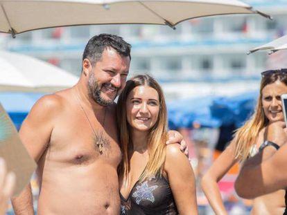 El ministro del Interior italiano, Matteo Salvini, en Milano Marittima este verano. En vídeo, imágenes de Salvini durante la fiesta.