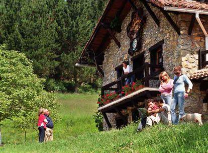 La casa rural Txopebenta, en Gautegiz-Arteaga (Vizcaya), pionera en este tipo de alojamiento en el País Vasco.