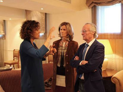 La ministra de Sanidad, Dolors Montserrat, junto a Cristina Garmendia y Josep Piqué.
