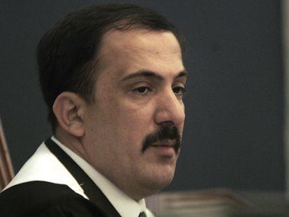 El juez iraquí Mohamed al Oreibi preside el juicio contra Sadam Husein, en Bagdad en septiembre de 2006.