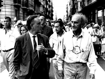Xabier Markiegi como Defensor del Pueblo Vasco, con Eduardo Chillida en una imagen de 1995.