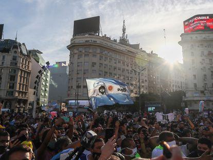 La protesta en Buenos Aires por la muerte de Diego Armando Maradona, este miércoles.