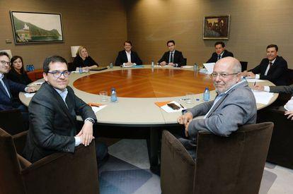 Reunión entre el PP y Ciudadanos en Valladolid el pasado cinco de junio.