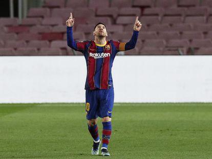 Messi feteja su gol de falta al Athletic.