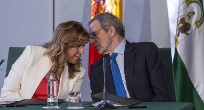 Susana Díaz y César Alierta, durante la firma del convenio.