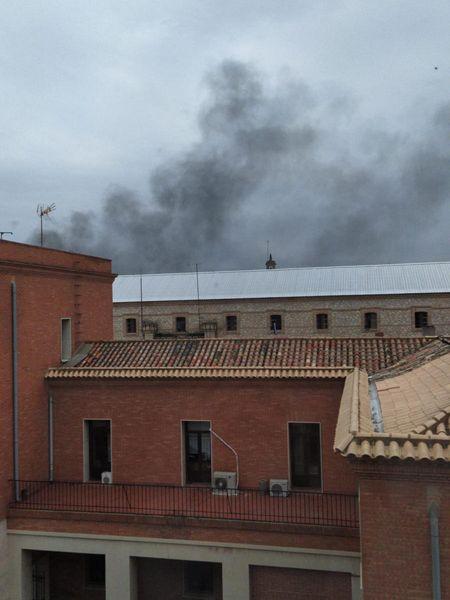 Humo en la prisión de Ocaña I (Toledo) durante el conato de plante de 300 reclusos el 9 de abril de 2020