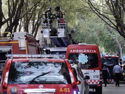 Ambulancias y bomberos en el incendio en Sant Antoni.