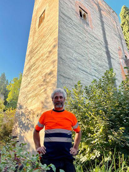 Fran Villegas Romero en los jardines de la Alhambra de Granada.