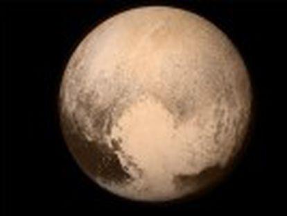 La NASA celebra la visita de la sonda  New Horizons  al planeta enano.  Hemos completado el reconocimiento inicial del Sistema Solar