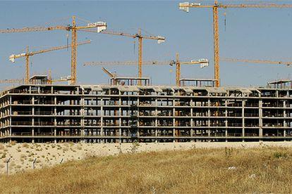 Uno de los bloques de viviendas en construcción de la macrourbanización de Seseña, Toledo, promovida por Paco el Pocero.