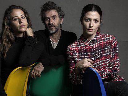 Pascal Rambert, entre Irene Escolar (izquierda) y Bárbara Lennie, en la sala de ensayos de El Pavón Teatro Kamikaze.