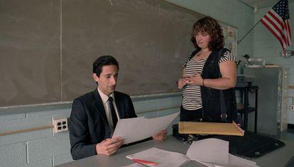 Adrien Brody y Betty Kaye, en 'El profesor'.