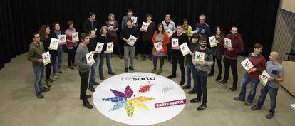 Arnaldo Otegi, este jueves junto a otros integrantes de su equipo para liderar Sortu.