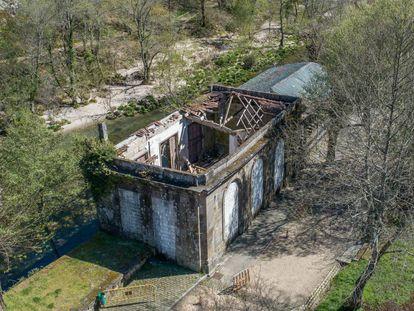 Estado actual de la Fuente de Troncoso tras derrumbarse la cubierta y el suelo de la planta superior.