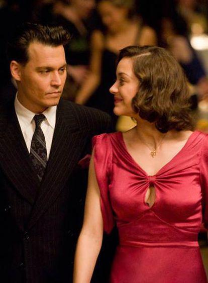 Johnny Depp y Marion Cotillard, en <i>Enemigos públicos.</i>