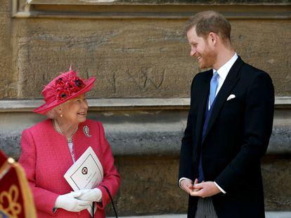 Isabel II y Enrique de Inglaterra, en la boda de lady Gabriella Windsor y Thomas Kingston, el 18 de mayo de 2019.