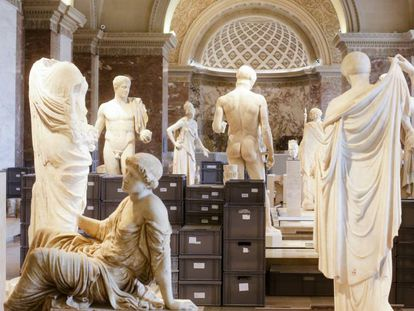 Obras trasladadas tras la crecida del Sena que afectó al Louvre el pasado julio.