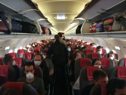 La Guardia Civil denuncia a Iberia Express porque un vuelo de Madrid a Canarias iba casi lleno