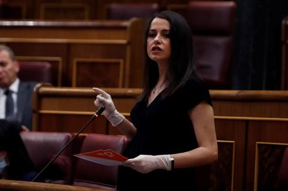 La portavoz de Ciudadanos, Inés Arrimadas, interviene en el pleno del Congreso el 6 de mayo de 2020.