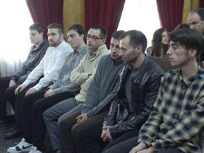 Los siete acusados inicialmente, durante el juicio