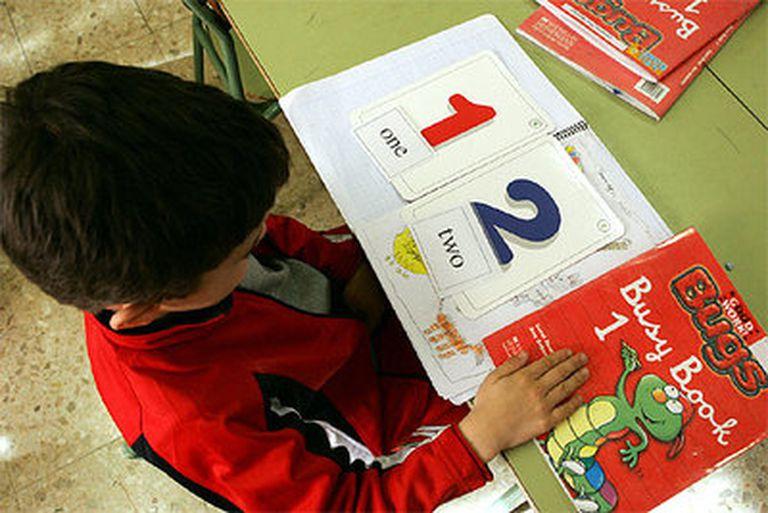 Un niño en clase de inglés en un colegio público bilingüe madrileño.