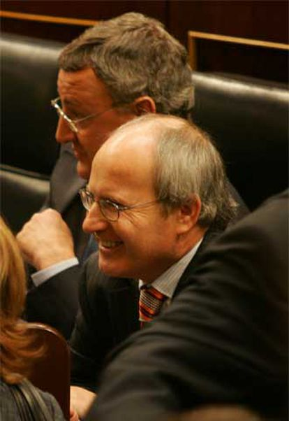 José Montilla (en el centro)  y el ministro de Trabajo,  Jesús Caldera.