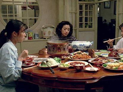 Un fotograma de 'Comer, beber, amar', película de Ang Lee de 1994.