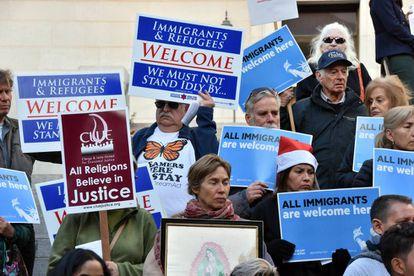 Manifestación de apoyo a los inmigrantes celebrada el 20 de diciembre junto a la alcaldía de Los Ángeles.
