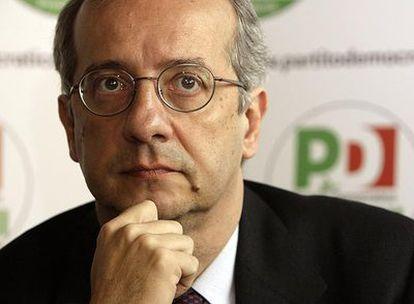 Walter Veltroni, durante una conferencia de prensa el martes en su oficina, en Roma.