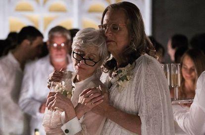 La serie de televisón 'Transparent' narra la vida de una familia tras descubrir que el padre es una mujer transexual.