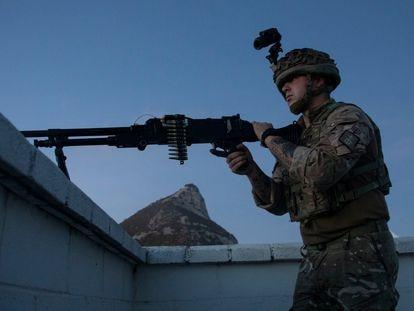 Militares de las Fuerzas Armadas británicas en Gibraltar, durante las maniobras 'Malicia de Macaco'