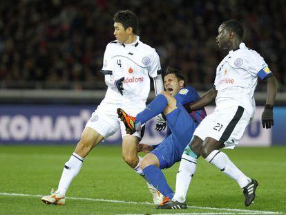 Villa, en diciembre pasado en Yokohama, al lesionarse durante el Mundial de clubes.  / k. kyung-hoon (reuters)