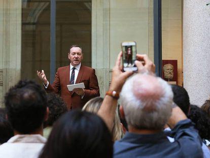 El actor Kevin Spacey, el pasado viernes, recitando el mónolo de 'The Boxer' en Roma.