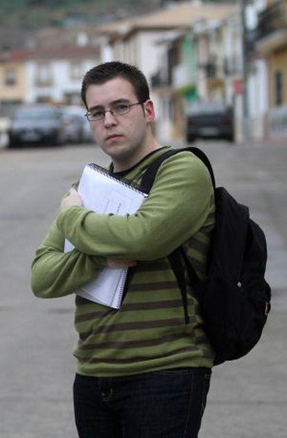 El cordobés Jesús Ropero se quedó a un aprobado de obtener beca. Sin la ayuda, no ha podido seguir estudiando Ingeniería Informática.
