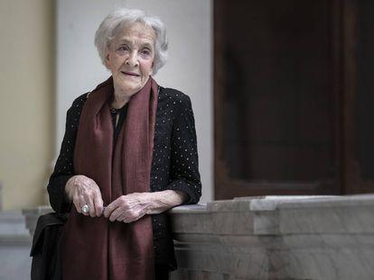 La poeta uruguaya Ida Vitale, en la Biblioteca Nacional de Madrid.