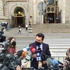 El abogado Jorge Albertini, que representa a la víctima de la violación múltiple de 'la manada de Sabadell', antes del juicio en la Audiencia de Barcelona, el 6 abril de 2021. EUROPA PRESS 06/04/2021