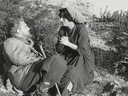 Federico Fellini y Ana Magnani, en 'El milagro'.